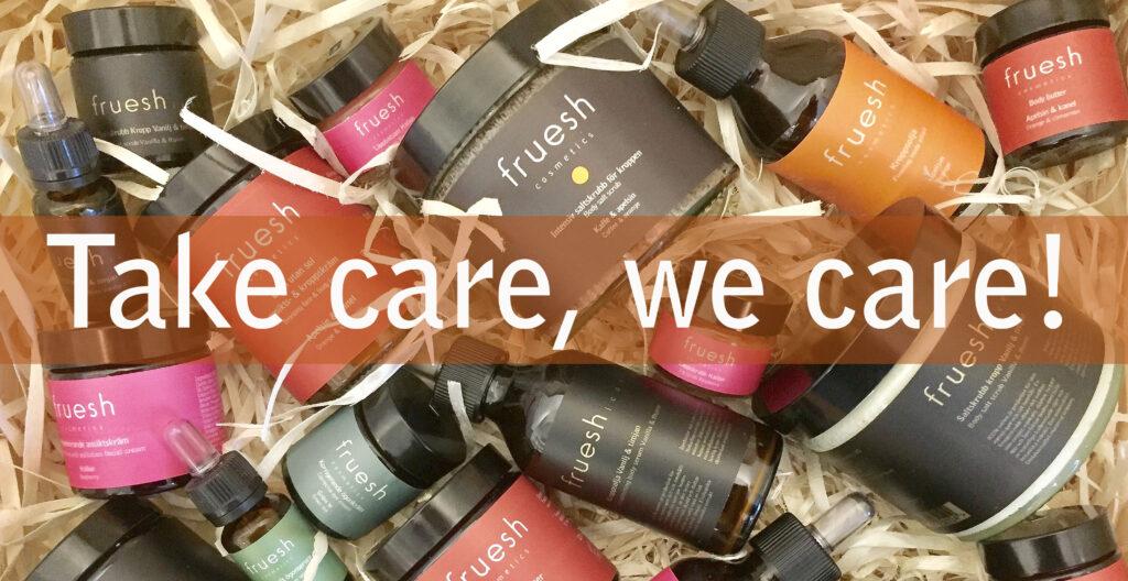 En trälåda med spån och alla Fruesh Cosmetics produkter, samt texten Take care, we care.