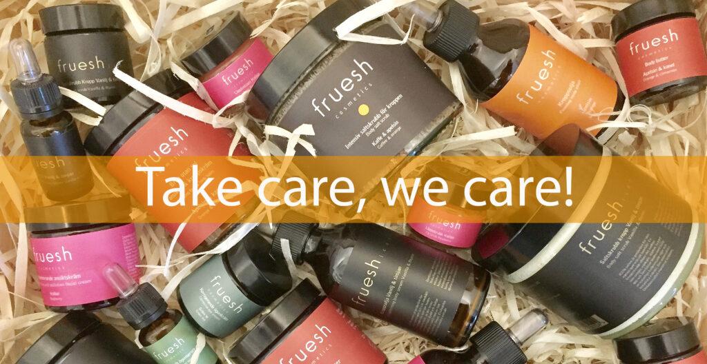 """Fruesh Cosmetics produkter ligger i en låda med träspån. Över bilden står det """"Take care, we care!"""" i vit text på gul botten."""